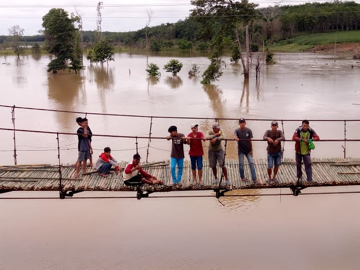 Igin menjadikan tiyuh menjadi distinasi tujuan Ratusan masyakarat Tiyuh Gedung Ratu Turun Kejalan, Serbu Jembatan Gantung