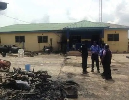 BREAKING:Unknown Gunmen CLASH With SARS Officers At Their Station, 6 SARS Operatives ALLEGEDLY killed {Photos}