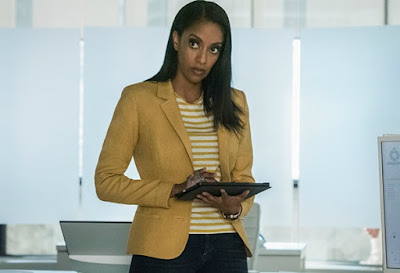 Azie Tesfai using a phone in the movie sence