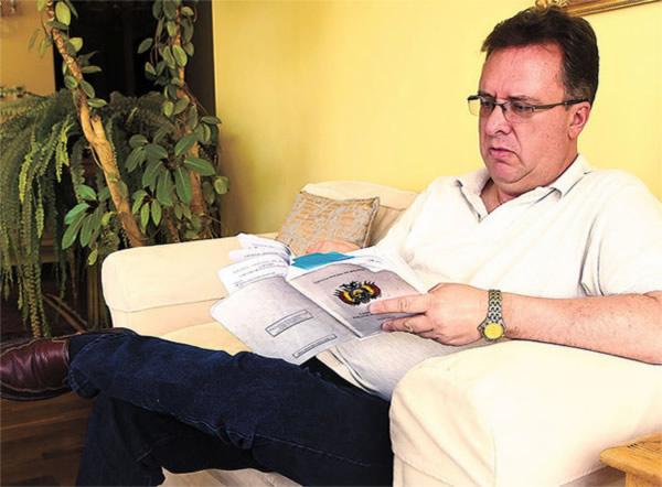 Abogado Carlos Alarcón Mondonio solicita incorporar voto NINGUNO en elecciones judiciales 2017