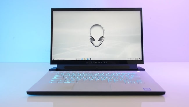 15.6-inch big FHD 240Hz refresh rate IPS enabled display of Dell Alienware m15 r2 gaming laptop. It has no G-sync.