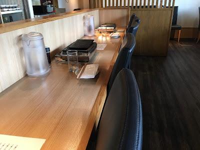 三軒茶屋にある永秀のカウンター席