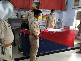 पुलिस अधीक्षक जालौन डॉ0 सतीश कुमार द्वारा कोतवाली जालौन का निरीक्षण कर सम्बन्धित को आवश्यक दिशा-निर्देश दिये                                                                                                                                                       संवाददाता, Journalist Anil Prabhakar.                                                                                               www.upviral24.in