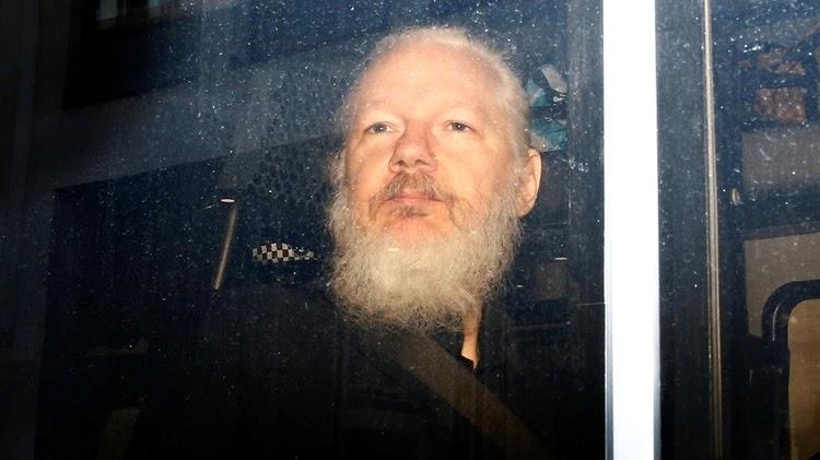 La Tortura a Julian Assange y El Silencio de Los Medios de Comunicación