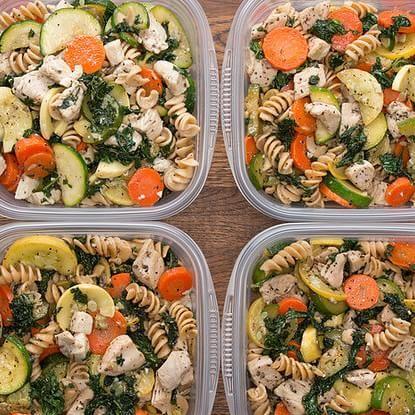 Meal-Prep Garlic Chicken and Veggie Pasta #recipest #dinnerideas #mealideas #goodmealideas #goodmealideasfordinner #food #foodporn #healthy #yummy #instafood #foodie #delicious #dinner #breakfast #dessert #yum #lunch #vegan #cake #eatclean #homemade #diet #healthyfood #cleaneating #foodstagram