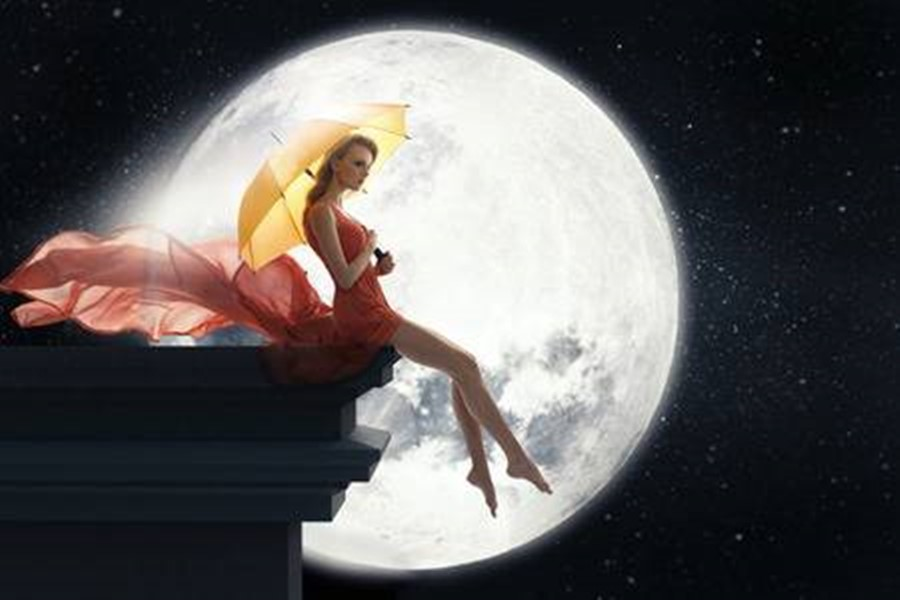 Women-with-umbrella-over-full-moon-background