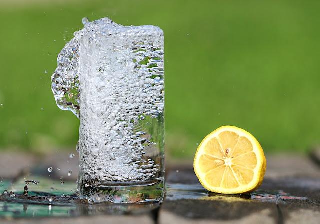 acqua frizzante limone e bicarbonato