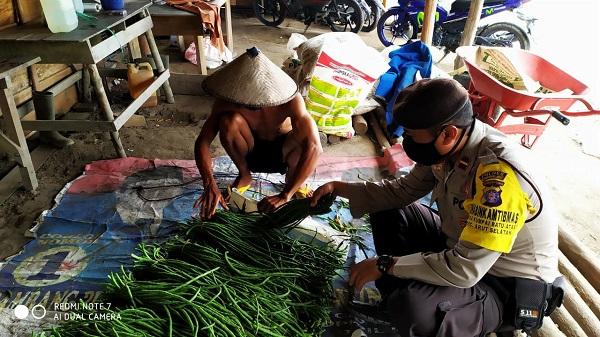 Bhabinkamtibmas Imbau Petani Sayur Jaga Ketahanan Pangan Selama Pandemi