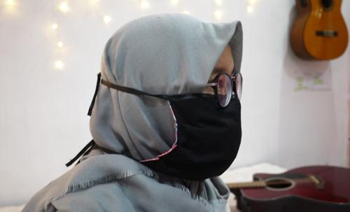 masker dengan tali adjustable dan tempat tissue
