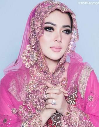 11 foto syahrini saat memakai busana muslim terlihat