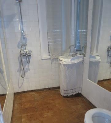 Meroe bathroom