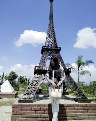 Foto Taman Miniatur Dunia Small World