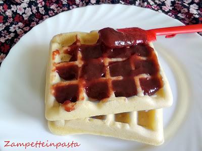 Waffle senza uova, senza latte e senza burro