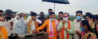 मंत्री श्री कावरे ने चिचगांव में गौशाला का किया भूमिपूजन