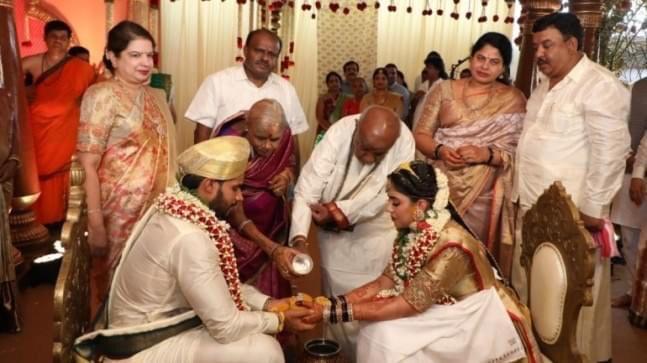 गरीब परेशान वीआईपी के घर शादी'-देखें वीडियो