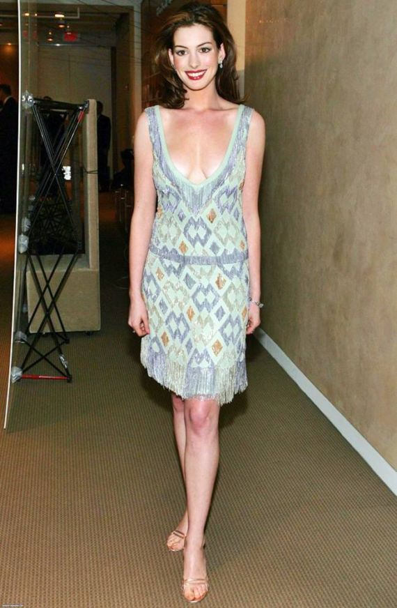 Anne hathaway sexy pose deep dress knee length looking gorgeous