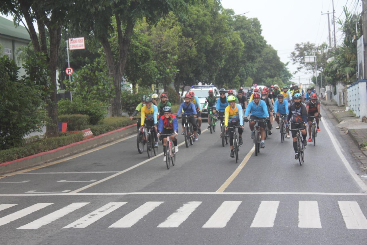 Sejumlah personel Kodim 0410KBL mengikuti kegiatan olahraga bersepeda santai bersama Pangdam IISriwijaya Mayjen TNI Agus Suhardi dan Ketua Komisi I DPR RI Meutya Viada Hafid