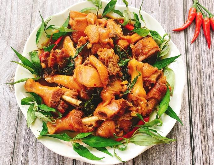 Cách làm gà kho rau răm