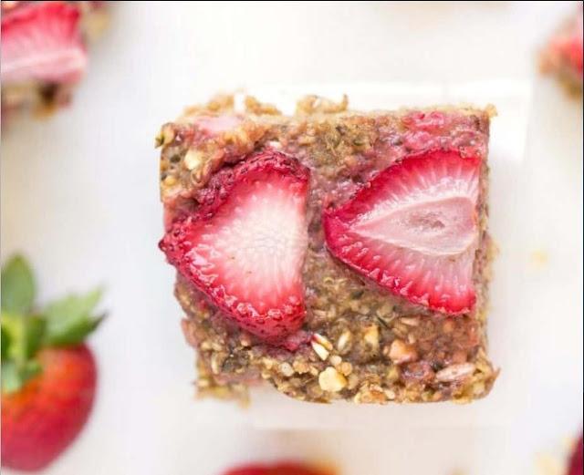 Strawberry Quinoa Breakfast Bars #healthy #breakfast