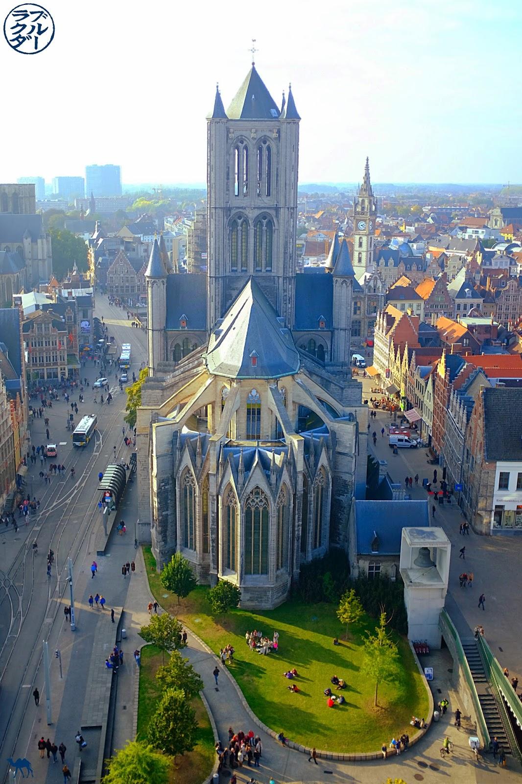 Le Chameau Bleu - Blog Voyage Gand Belgique - Gand Tourisme - Vue du Beffroi Cathédrale Saint Bavon Gand Belgique