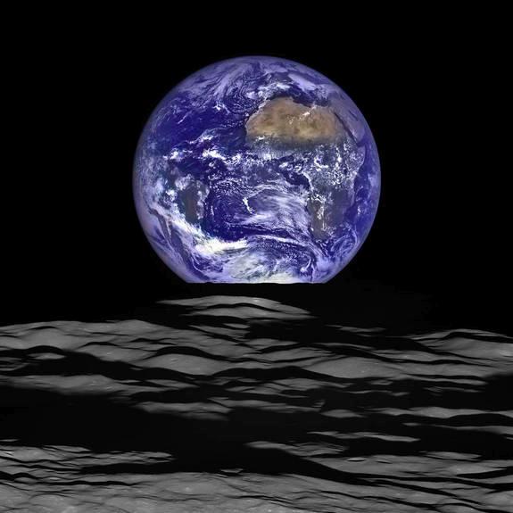 Imagem do Nascer da Terra visto da Lua
