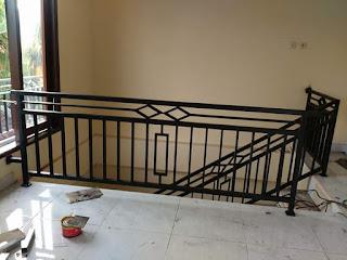balkon dan railling tangga minimalis