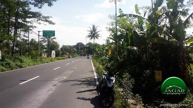 Tanah tepi jalan Arah Candi Borobudur