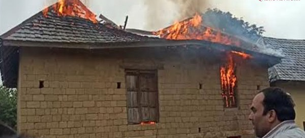बिलासपुर(Bilaspur)-भराड़ी(Bharari) में दो परिवारों के आशियाने जलकर(Burnt) राख
