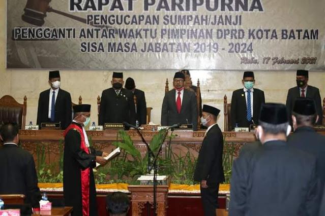 Ketua Pengadilan Negeri  Batam Memimpin Pengambilan Sumpah Jabatan Ahmad Surya Yang Dilantik Menjadi Wakil Ketua III DPRD Kota Batam