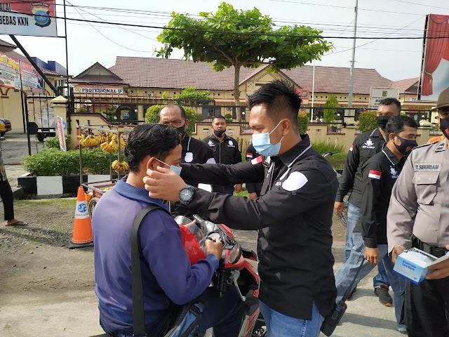 Satreskrim Polres Tanjungbalai Bagi Ratusan Masker Kepada Masyarakat