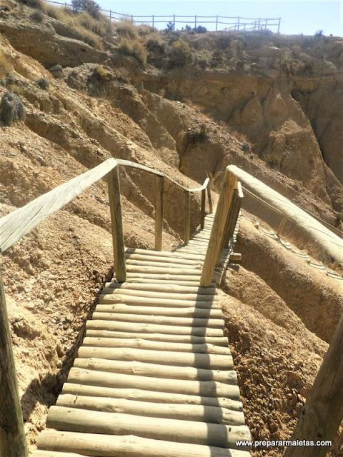 escaleras de madera desierto de Tabernas