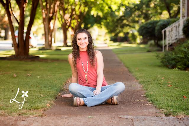 senior girl portrait, natural light, outdoors