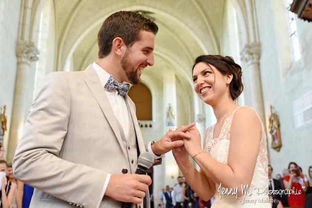 photo échange des alliances mariage à l'église de boulogne 85