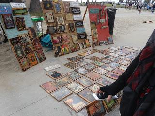 ヴェニスビーチ 路上で売られているアート作品