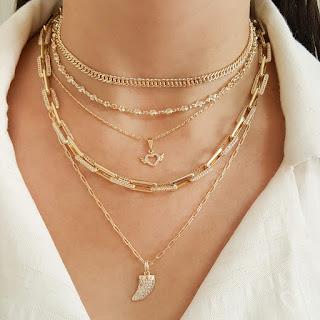 Quando usamos um look por mais simples ou elegante que seja, um acessório é fundamental para acompanhar, como por exemplo um colar feminino. Um colar é um importante item, pois ele passa uma imagem para o look.