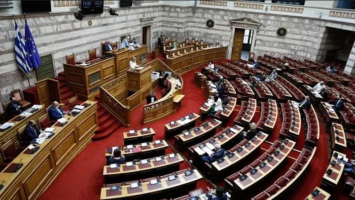 Ζωντανός ελληνισμός ή έθνος κομματαρχών;
