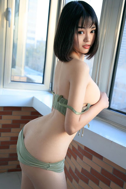 Hot and sexy booty photos of beautiful busty asian hottie chick Chinese babe model Ju Zi photo highlights on Pinays Finest Sexy Nude Photo Collection site.