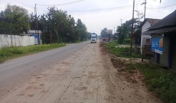 Bekas Ceceran Tanah Galian C di Desa Cemplang Jawilan, Dikeluhkan Warga dan Pengguna Jalan
