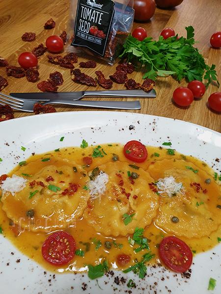 Raviolis con masa de pimiento seco