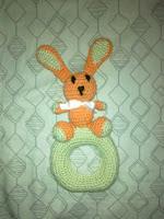 sonajero de conejo, amigurumi para bebes