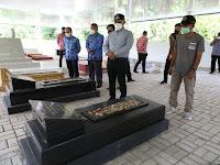 Ziarah ke Makam Pangeran Karullah Hulubalang, Bupati Nanang Janji Lebarkan Jalan Menuju Makam