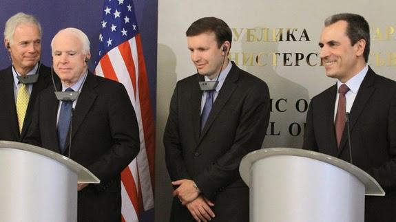 https://1.bp.blogspot.com/-jO4awbqP9UU/VVTqEfRjATI/AAAAAAAAE7w/maNWQIKC1DA/s1600/Bulgarian-prime-minister-with-US-Senator-John-McCain-and-others-08.05.14.jpg
