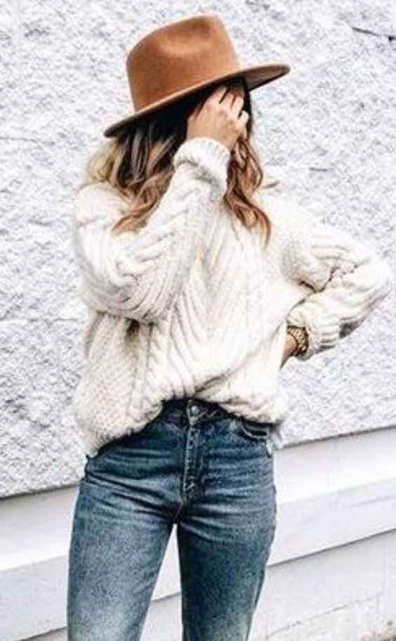 trendy fall outfit idea / nue hat + white knit sweater + jeans
