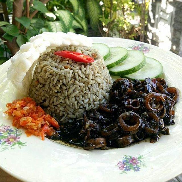 Resep dan Cara Memasak Nasi Cumi Hitam