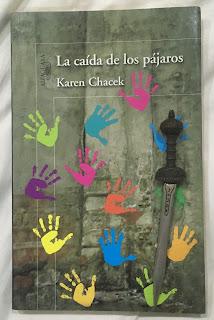 Portada del libro La caída de los pájaros, de Karen Chacek