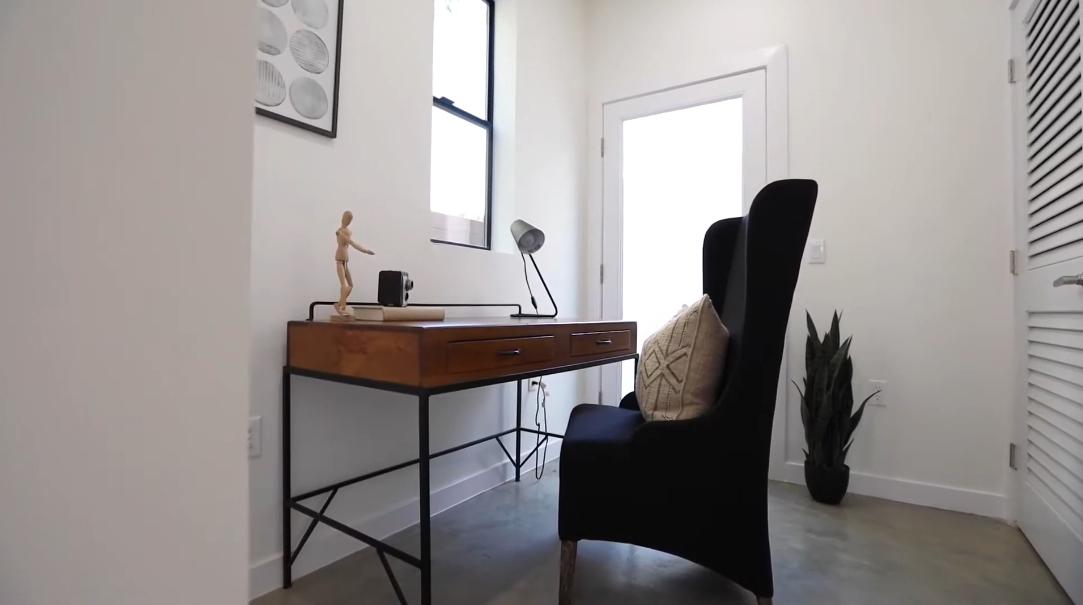 14 Interior Design Photos vs. 1301 Tamarind Ave, Los Angeles, CA Home Tour