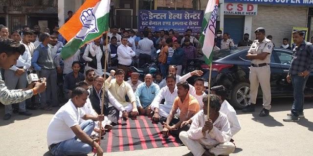 सिंधिया समर्थक विधायक गोयल के कार्यालय के बाहर कांग्रेसियों ने किया प्रदर्शन | GWALIOR NEWS