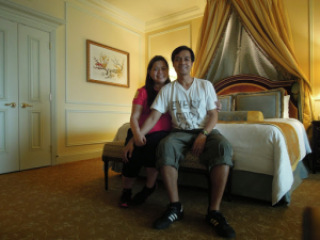 A couple traveler and blogger inside a room at The Venetian Hotel Macao