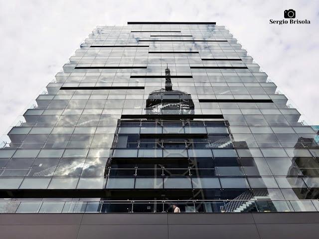 Perspectiva inferior da fachada lateral do Sesc Paulista - Bela Vista - São Paulo