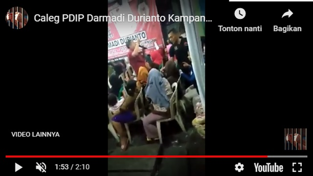 Politikus PDIP, Darmadi Durianto Kepergok Bagi-bagi Amplop ke Warga